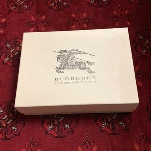 BURBERRY BIG GIFT BOX